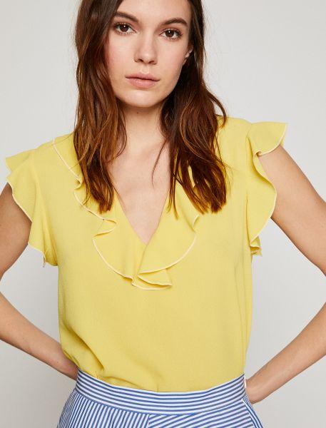 KOTON T-Shirt mit femininem Volantbesatz