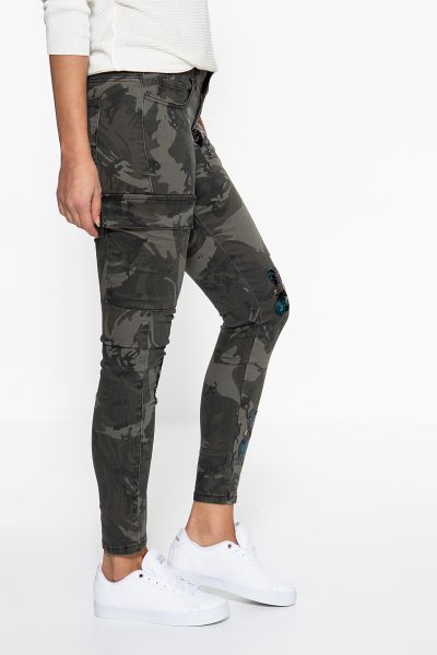 BLUE MONKEY Skinny Fit Jeans »Sally 7128A« mit Tarnmuster und Paillettenpatches Sally 7128A
