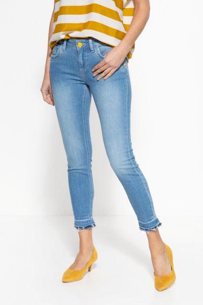 Legere Jeans mit Waschungen und offenen Saumkanten »Leoni«