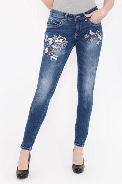 BLUE MONKEY Slim Fit Jeans mit moderner Used Waschung, teilweise bestickt Laura 1828