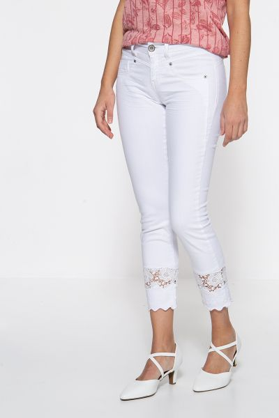 ATT JEANS Basic Slim Fit Jeans »Zoe« mit Spitzeneinsatz im Saum Zoe