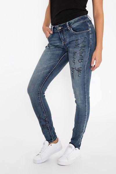 BLUE MONKEY Skinny Fit Jeans mit Slogan Print und Schmucksteinen besetzt Honey