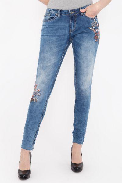 BLUE MONKEY Skinny Fit Jeans mit floraler Stickerei und geschnittenen Saumkanten Piper 9033