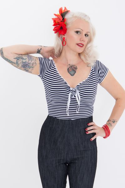 Queen Kerosin Sailor Shirt mit süßer Schleife am Ausschnitt Born Free