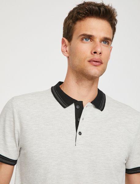 KOTON Poloshirt mit kontrastierendem Kragen und Ärmelabschlüssen